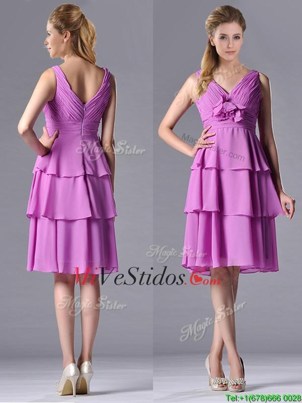 Clásico cuello en V vestido lila Dama con Artesanal Flor y acanalar ...