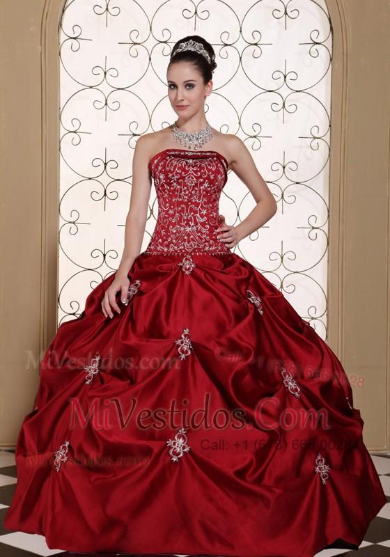 d2bdd7e05 Bordado In Rojo Vino Tafetán Pick-ups Estrapless Modesto Vestido De ...