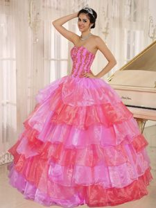 Ruflfled Layers Y Decorate Up Bodice para Caliente Rosa Y Rojo Vestido De Quinceañera Customize