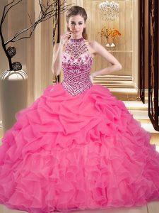 d9449da0b8 Fantástico halter top vestidos de fiesta de color rosa caliente rebordear y  volantes y pick ups